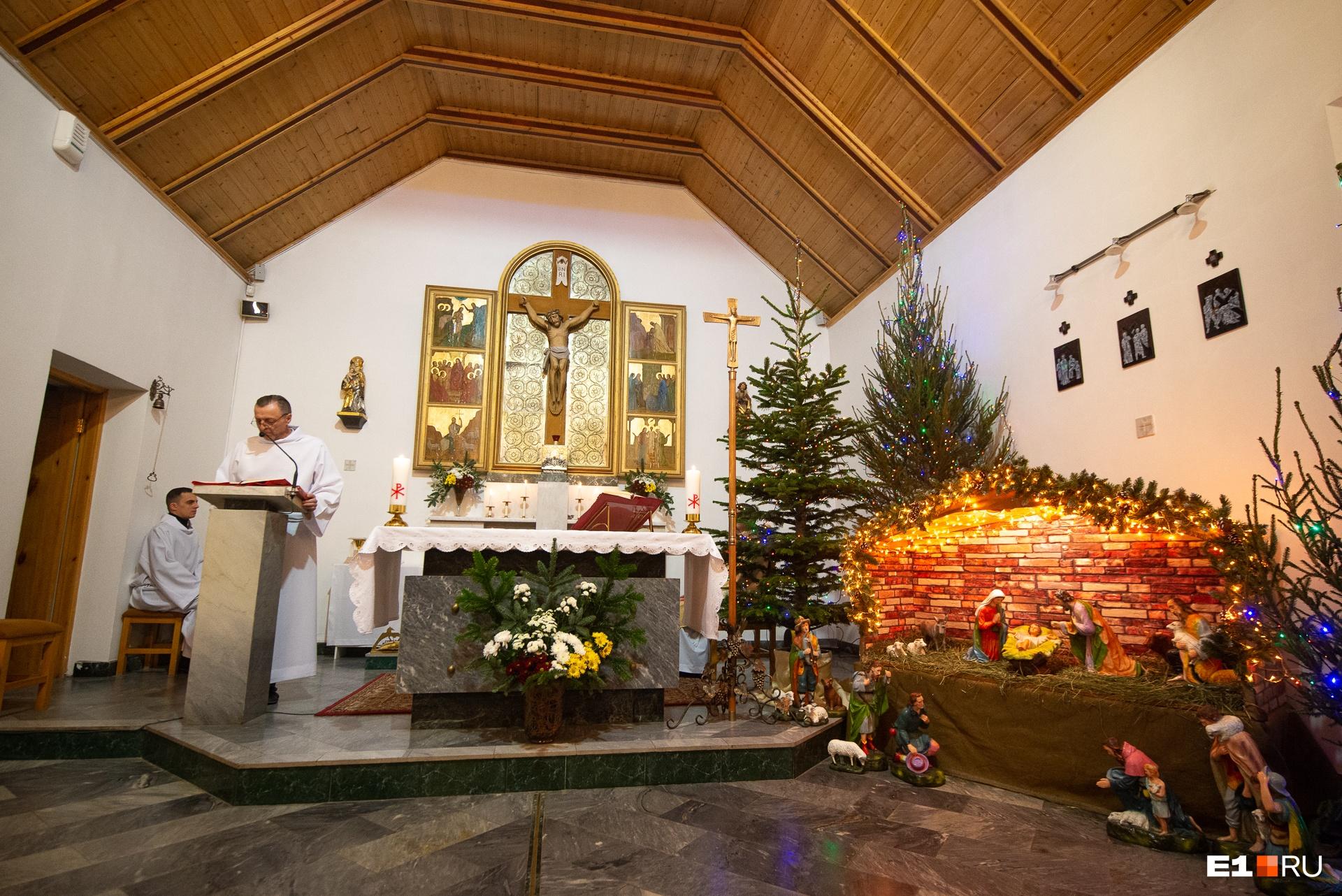 Рождественские украшения алтаря