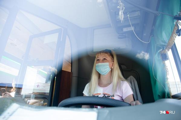 Блондинка за рулём автобуса в Челябинске — как вам такое?