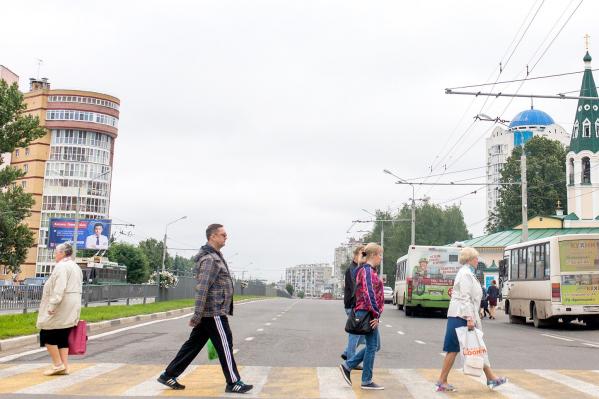 Пешеходы порой боятся ступить даже на выделенный переход