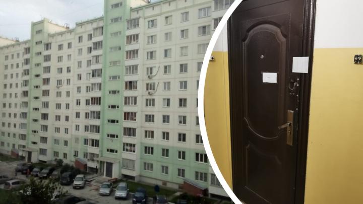 В новосибирской квартире две недели пролежала мёртвая женщина — сосед рассказал, почему полицию вызвали не сразу