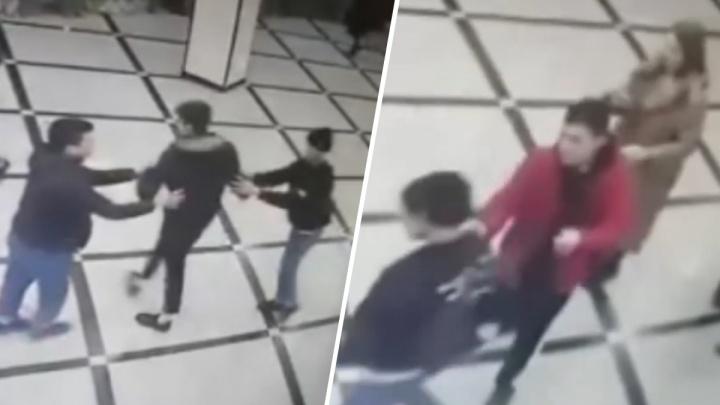 Полиция нашла подростков, избивших парня в «Гринвиче»