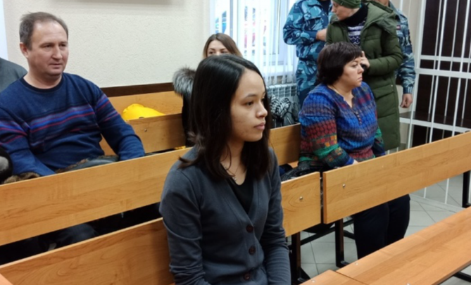 Мать мальчика, которого ставили коленями на гречку, лишили родительских прав