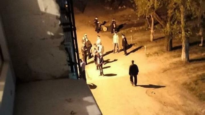 Во дворе жилого дома в Перми зарезали 17-летнего парня