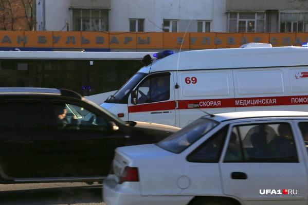 Пациентов до сих пор привозят в больницы на скорых