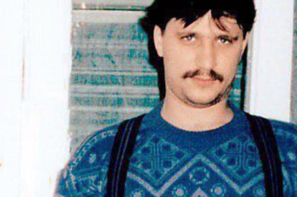 На фото Виктору Логинову 20 лет