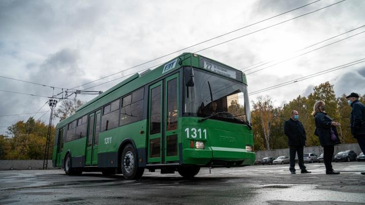 Рогатый из Твери. Как в Новосибирске отремонтировали первый «ржавый» троллейбус и пустили на линию