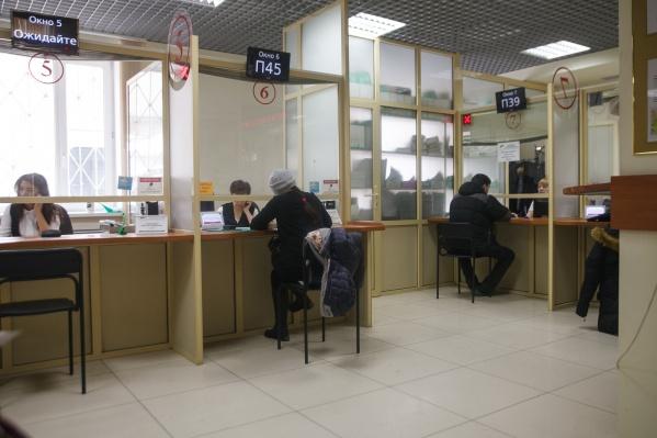 Из-за коронавирусных ограничений и запретов некоторые тюменцы остались без работы. Сокращения на местных предприятиях продолжатся и наступившем летом