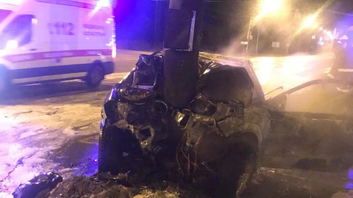 Влетел в столб и вспыхнул: в Ярославле москвич устроил пьяное ДТП на трассе. Видео