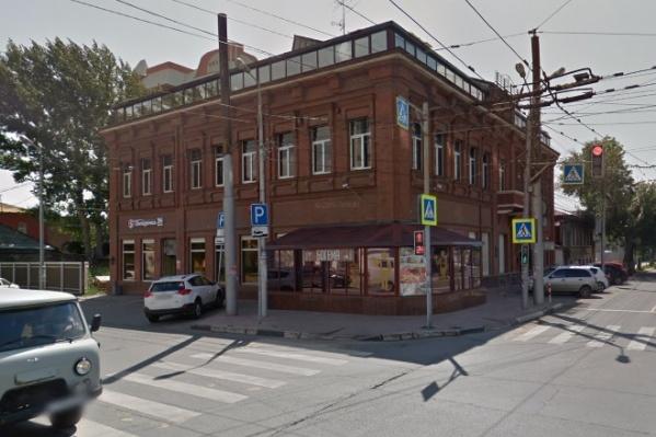 Сейчас в здании находятся кафе и магазины