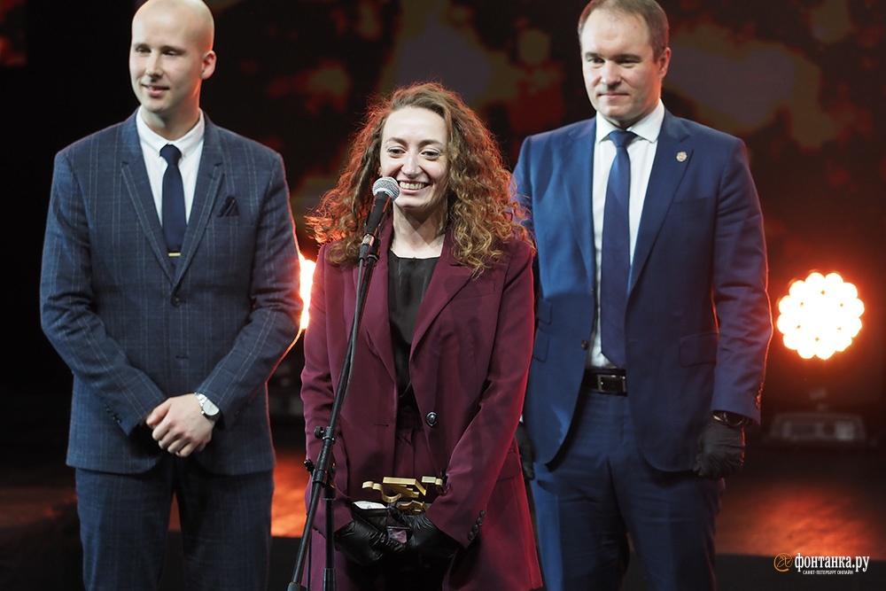 Моторенко Виктория, руководитель молодежного пространства «ПРОСТО» (в центре)