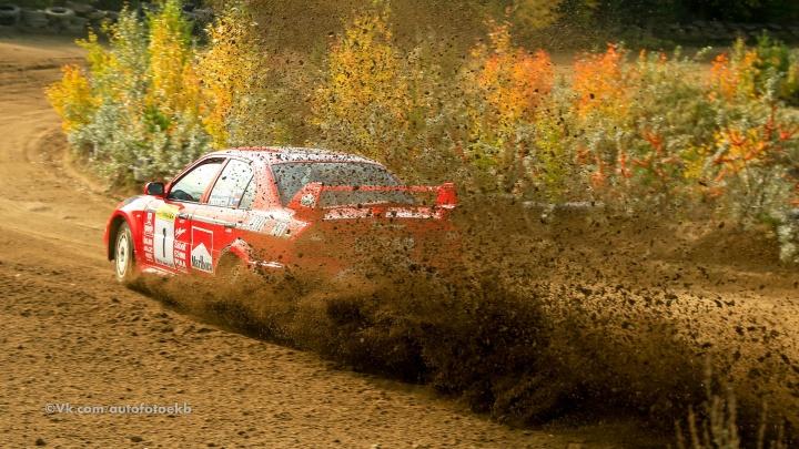 Уральские гонщики закрыли сезон пыльными и зрелищными заездами по грунту
