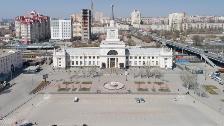 «В Грозный — отменить, в Москву — сократить»: смотрим, как изменилось расписание поездов в Волгоград