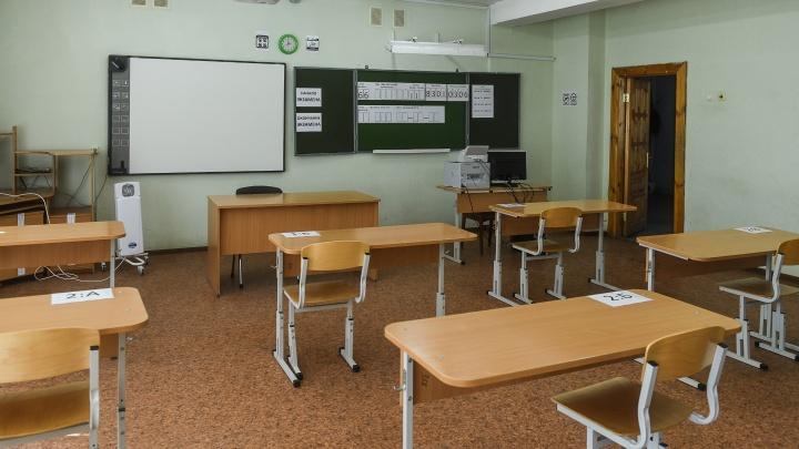 «Пора вводить более строгие меры». Отправят ли все школы Екатеринбурга на дистант?