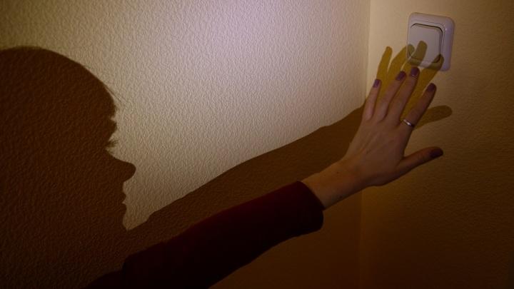 Без света целый микрорайон: в Волгограде массово отключены от электричества дома и светофоры