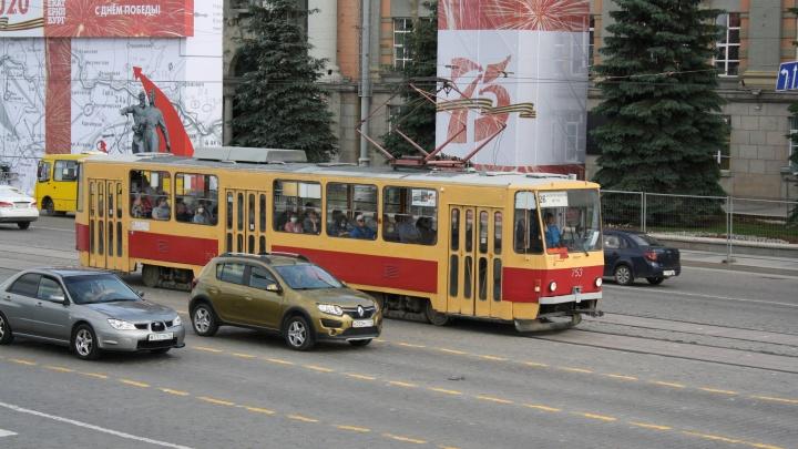 Из-за репетиции парада в Екатеринбурге изменили маршруты трамваев и автобусов