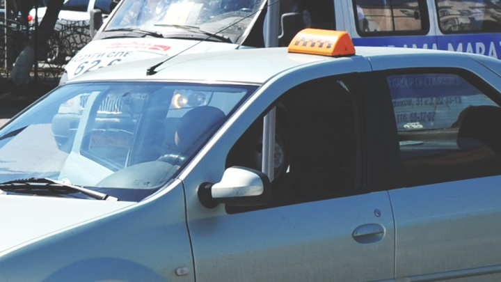 Многодетная мать в Тюмени устроила скандал в такси из-за тарифа «эконом»