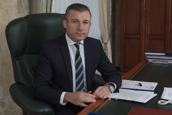 С 2010 года Ваге Петросян возглавляет ОАО «Аэропорт Архангельск»