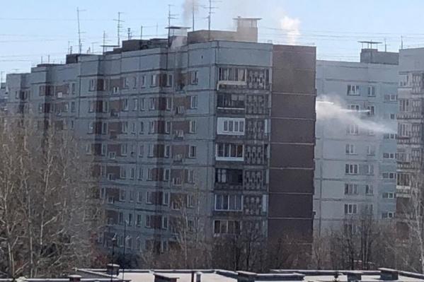 На Снегирях загорелась квартира многоэтажного дома
