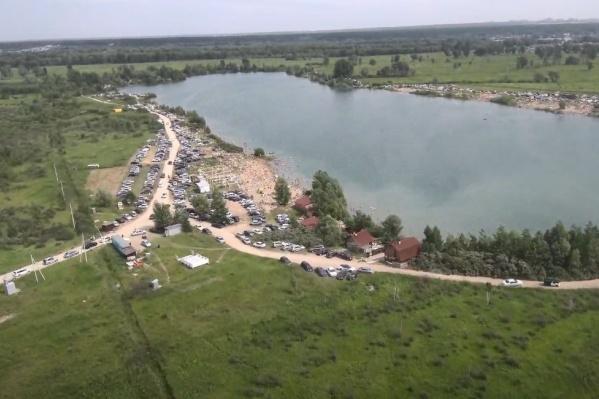 Такую картину можно было наблюдать в минувшую субботу у озера Старица, недалеко от посёлка Рыбачий