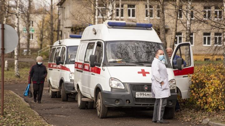 Меньше отдыхать, больше работать: в Ярославле врачей скорой перевели на авральный график