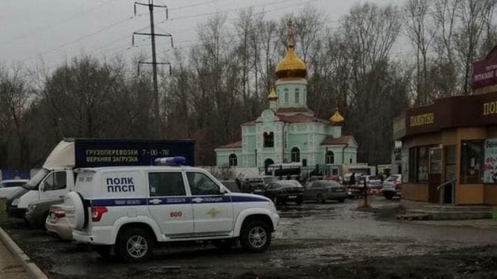 Росгвардейцы помогли выгнать из храма на Эльмаше сторонников отца Сергия