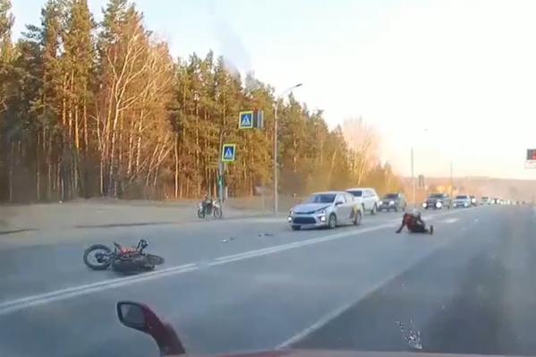 Мотоциклист сбит на переходе