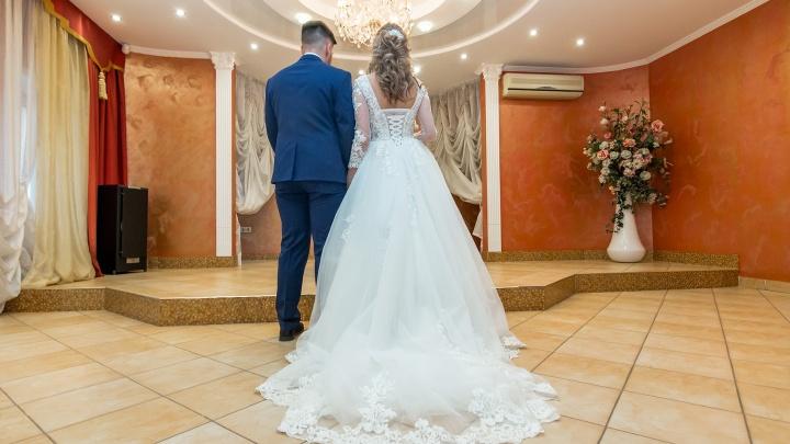 Самарцев просят отказаться от свадебных церемоний из-за коронавируса