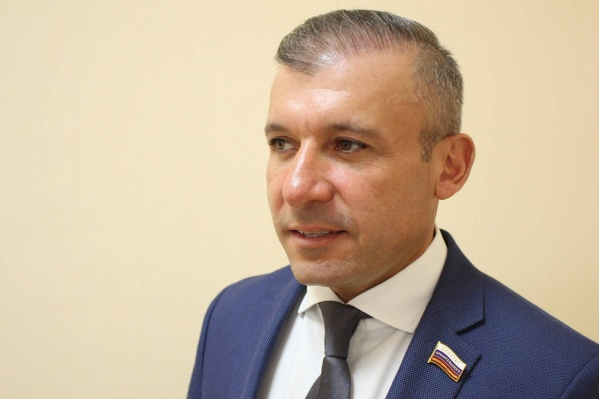 Ваге Петросян был областным депутатом и директором аэропорта Архангельск