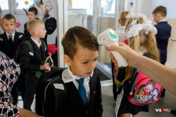 Родители школьников уже не раз просили чиновников о тотальном дистанте