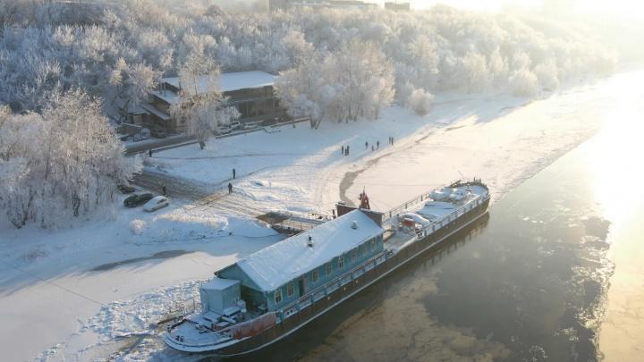 «Не побоялся рискнуть коптером на морозе»: блогер снял замерзающую Волгу с высоты