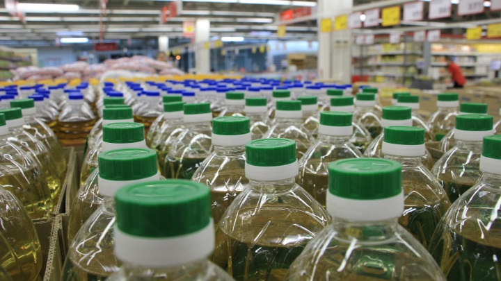 Сдерживают цены? Проверяем, сколько стоят сахар и подсолнечное масло в магазинах Архангельска