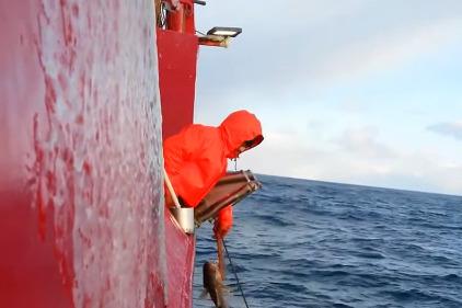В порту Мурманска сообщили, что один член экипажа «Онеги» погиб. В МЧС опровергли эту информацию