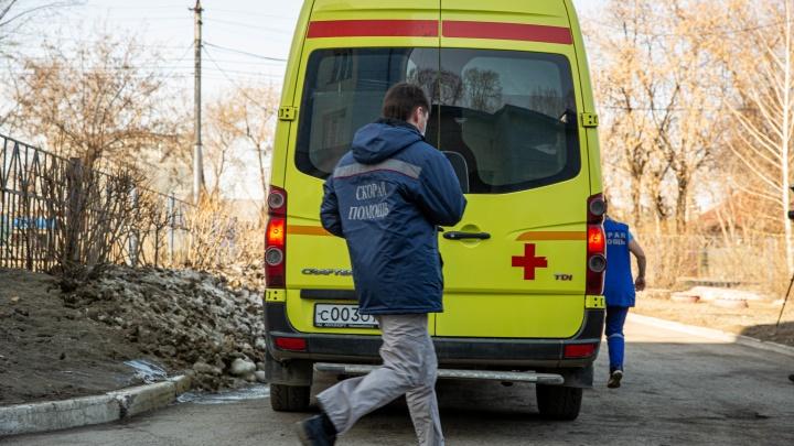 Жительницу Кузбасса на производстве затянуло в работающий механизм