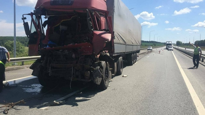 В Башкирии водитель грузовика протаранил КАМАЗ, но выжить не смог