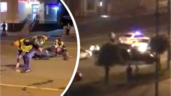 «Жизнь ворам, ха-ха-ха!»: появилось видео драки на парковке у ТЮЗа в Ярославле