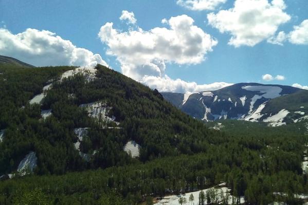 В Приисковом на вершинах гор до сих пор лежит снег и очень опасно