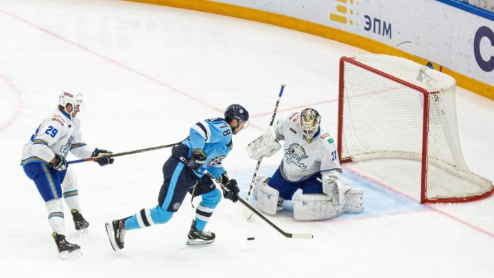 Снова победа: ХК «Сибирь» в домашнем матче обыграл соперников из Казахстана