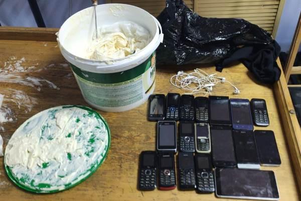 В УФСИН Башкирии рассказали, как в колонию пытались передать 20 телефонов, нашли их в очень необычных местах