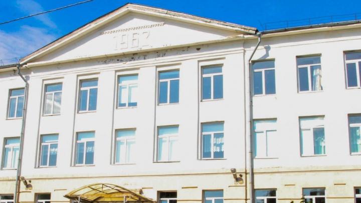 В одной из школ в Архангельске на перемене умер ученик