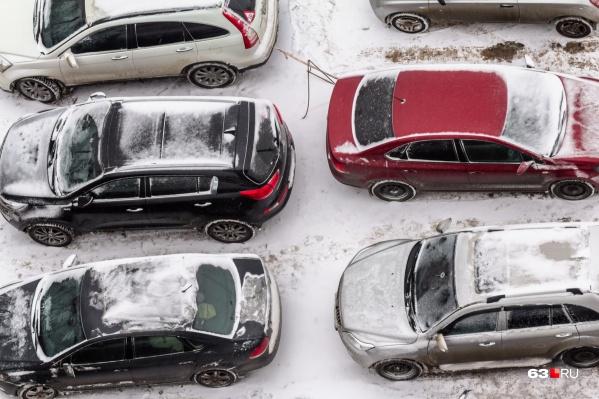 Сейчас жители многих новостроек испытывают проблемы с парковкой