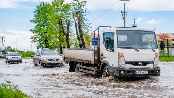 Чтобы больше не топило: на улице Соликамской в Перми наконец-то устранят огромную лужу