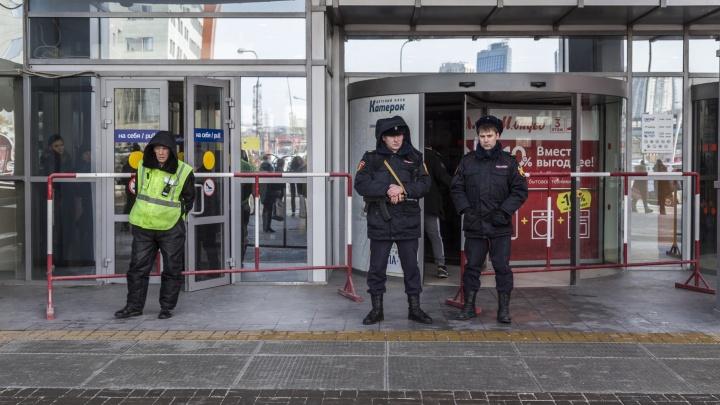 Второй торговый центр экстренно освобождают в Волгограде