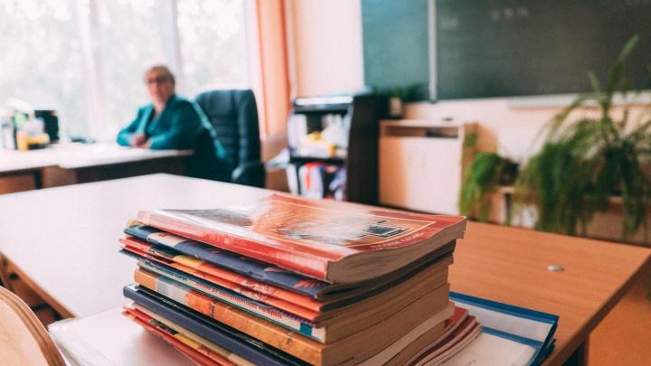 Занимаются поборами и жалуются на зарплату: учитель ответил на претензии омичей