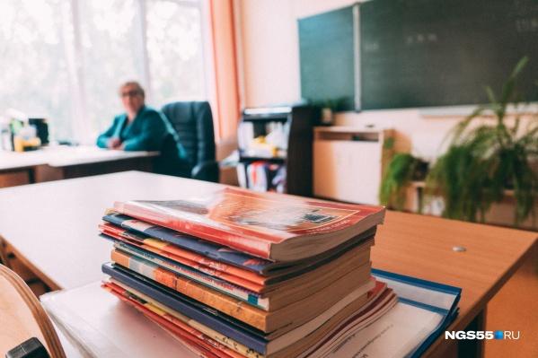 Многие родители недовольны тем, что им приходится заниматься с детьми уроками после работы