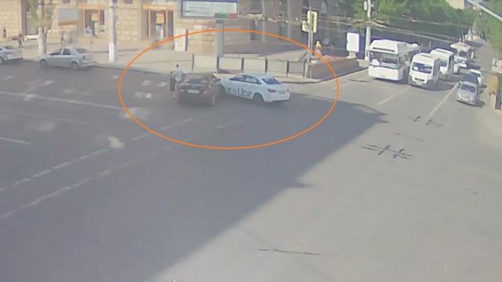 Авария на «проклятом перекрестке» собирает пробку в центре Волгограда