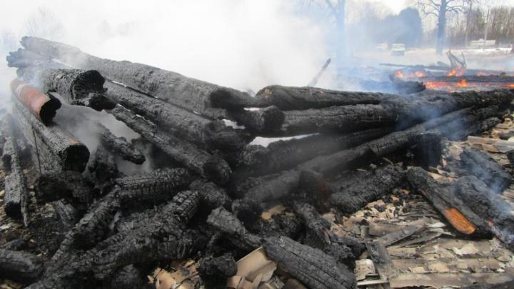 В Каргопольском районе в пожаре погибли двое мужчин