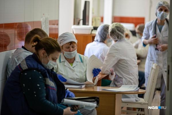 Сейчас коэффициент распространения ковида в НСО — 0,9, для того, чтобы вернуть плановую медицинскую помощь, нужен показатель в 0,8