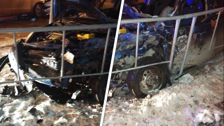 В центре Тюмени водитель автомобиля Ford не пропустил Honda и устроил аварию