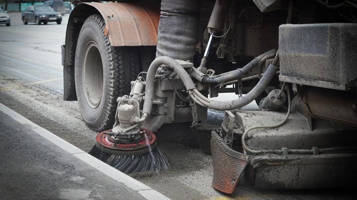 В мэрии заявили, что это не ее подрядчики поднимали пыль при уборке улиц Челябинска