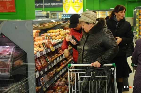 В супермаркетах и интернет-магазинах фиксируют рост продаж макарон, гречки и консервов